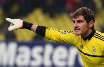 Iker Casillas כדי שכדורגל יעבור את ידי הקסם של צריך הרבה מזל.
